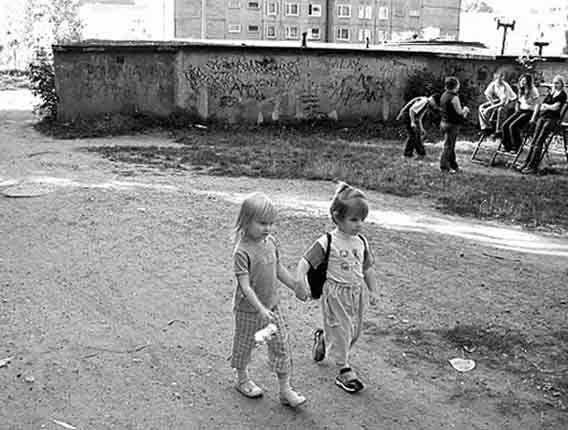 dziewczynki, spacer